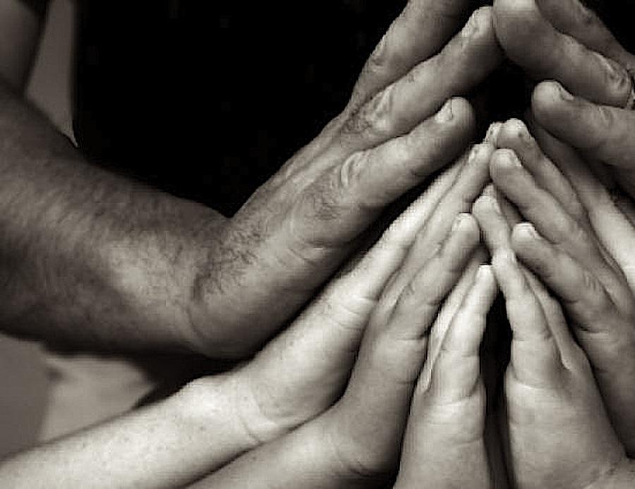 Днем защитников, картинки четыре руки